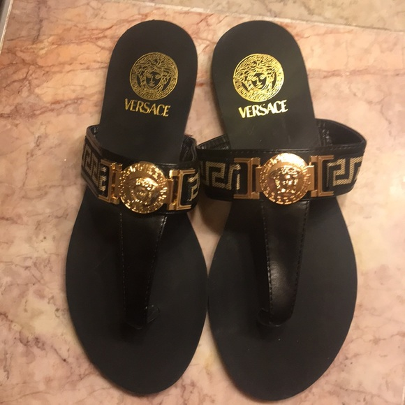 7d43161422fc Authentic NEW Versace Pallazzo flat thong sandals!